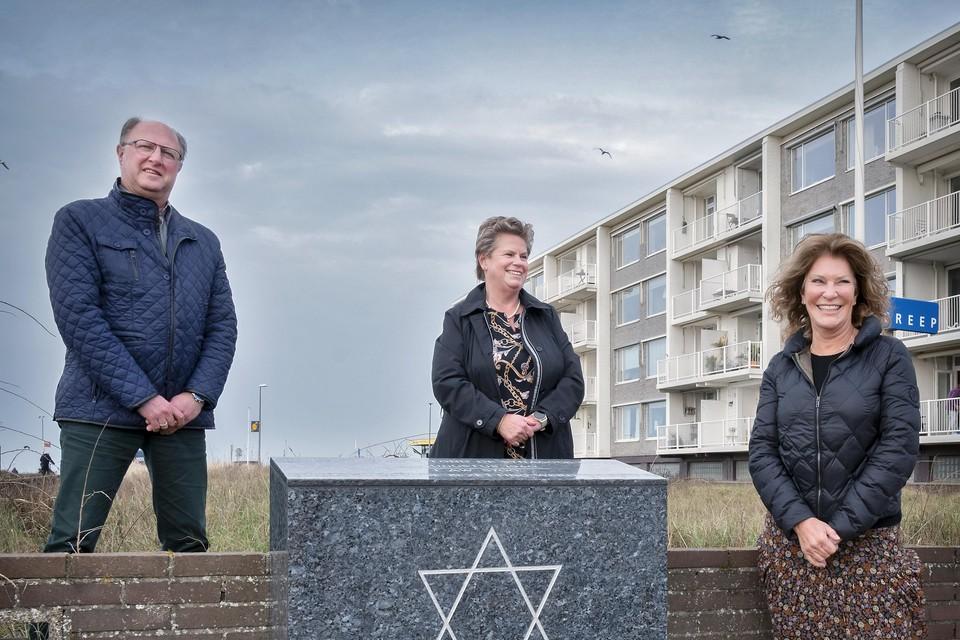 Paul Olieslagers, Wilma Schrama en Linda Clewits van de initiërende stichting.