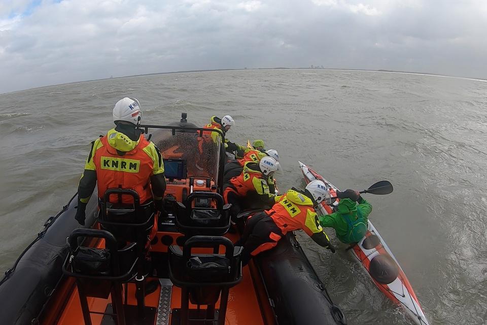 Still uit de video van de reddingsactie.