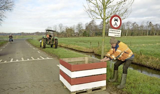 Actie met roadblocks in de Soester polder: een enkele automobilist keert zelfs om [video]