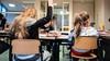 'Hup juf, hup meester' roepen is niet voldoende, vaccineer onderwijzers met voorrang | commentaar