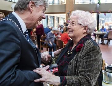 Zuster Engeline uit Zandvoort viert haar 100e verjaardag in Klooster Alverna, we kijken met haar terug op haar leven