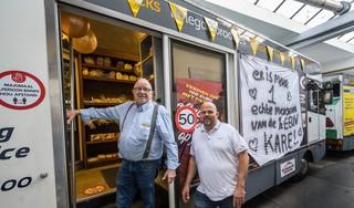 Karel van Opzeeland is 50 jaar 'melkboer' in Haarlem 'Vroeger was het m'n werk, nu mijn hobby'