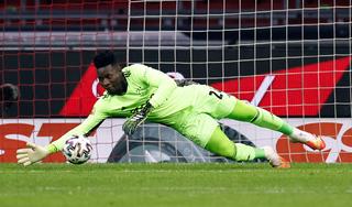 Ajax wijst bod Olympique Lyon op doelman Onana van de hand
