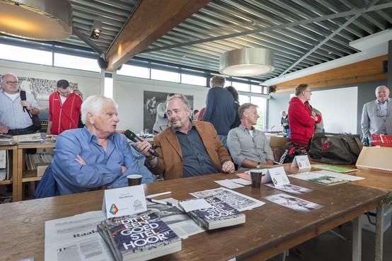 Jeu Bakels komt uit Antwerpen naar de verzamelaarsbeurs bij Telstar voor een programmaboekje: 'Misschien is het een afwijking'
