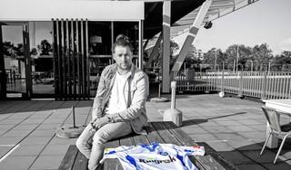 Op loopafstand van zijn huis in Hillegom maakt Jurjen Dikker een herstart na een voetballoos jaar. De middenvelder speelde niet één officiële wedstrijd voor zijn vorige club Velsen