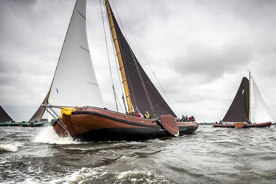 Het traditionele Friese skûtsjesilen  is volgend jaar op de Loosdrechtse Plassen te bewonderen.