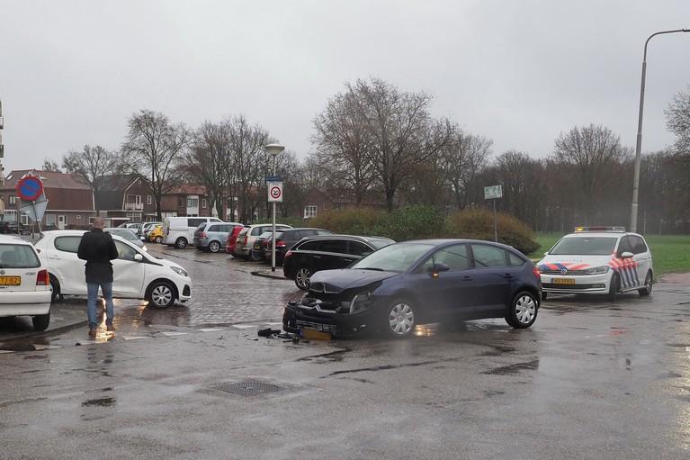 Verkeersbord uit de grond gereden na botsing in IJmuiden