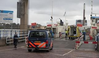 Pont in Velsen tijdelijk uit de vaart door passagier die onwel raakt