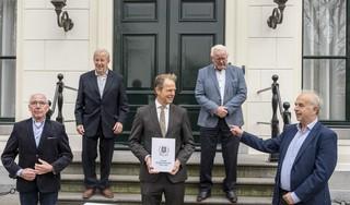 Honderd jaar voetbal in Hillegom, honderd jaar lol. Vier clubiconen van VV Hillegom, Concordia en SIZO schrijven jubileumboek