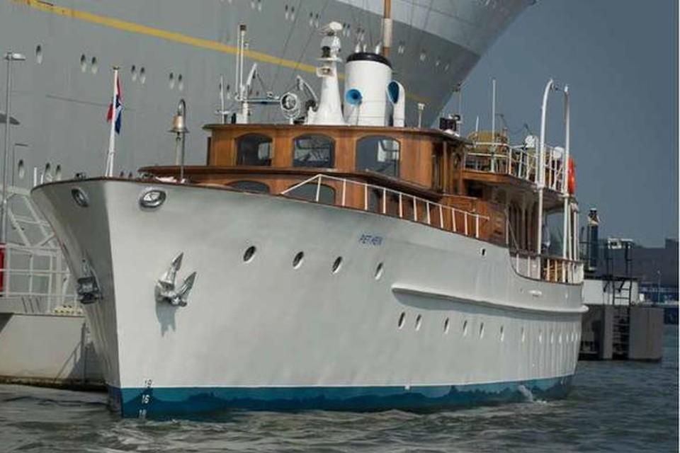 Het Koninklijke jacht Piet Hein.