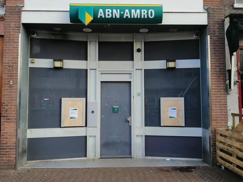 Geld opnemen voorlopig iets lastiger: automaten van ABN Amro in hartje Haarlem dichtgetimmerd