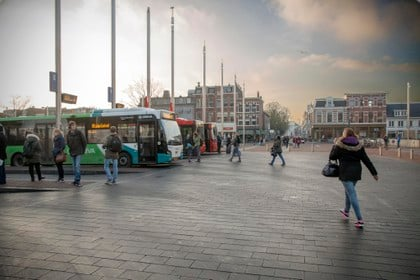 Stadsentree Haarlem kan verkeersstromen niet meer aan: Stationsplein stroomt overvol