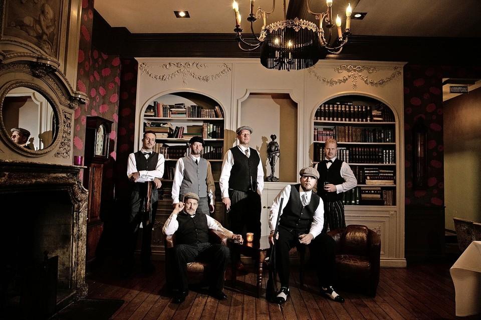De mannen van 'Peaky Blinders' in Hotel Augusta.