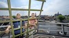 Vrijwilligers Auke en Jan Karel nodigen Haarlemmers uit molen De Adriaan te komen bezoeken. 'Gewoon een leuk uitje'