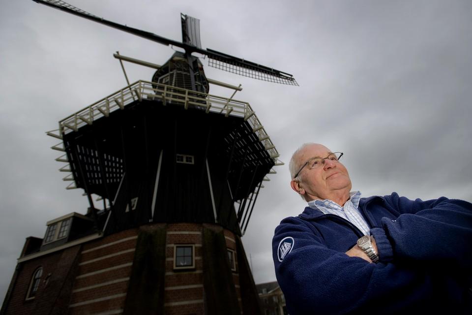 Henk Vijn bij molen de Adriaan in 2012.