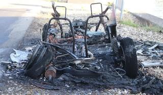Brommobiel vat al rijdend vlam in Buitenkaag, rook in wijde omtrek te zien