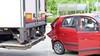 Kerende vrachtwagen beschadigt drie auto's in Hoofddorp