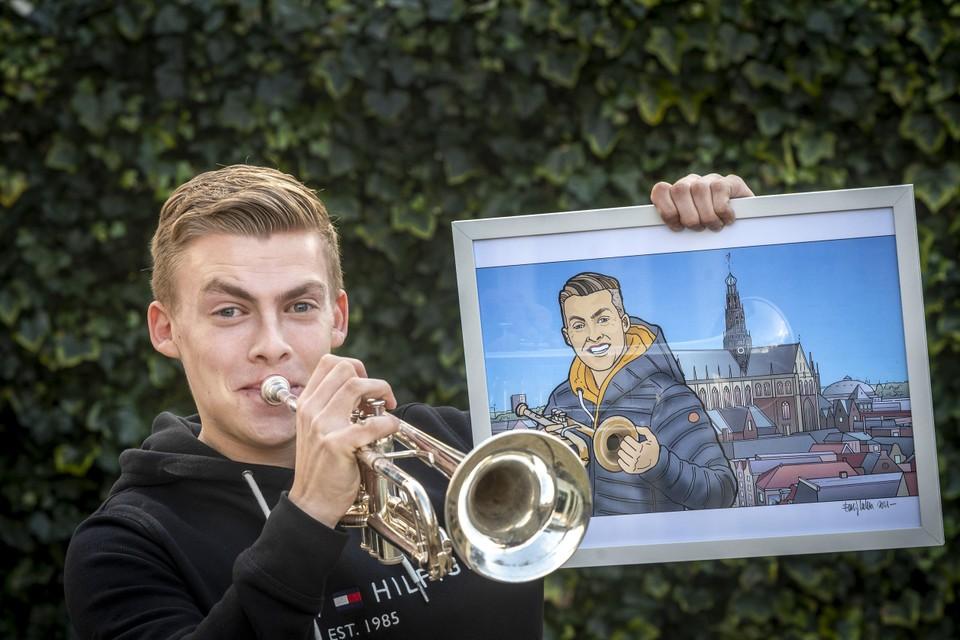 Jeffrey Parmentier met zijn prijs, een tekening van de Haarlemse illustrator Eric Coolen.