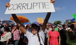 Surinaamse minister nam harde schijf mee op vlucht