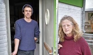Sociale moestuinen langs het Spaarne beroofd van hun tuingereedschap. 'Die klojo's komen hier de boel leeghalen'