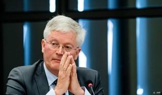 Raad Tilburg voelt burgemeester aan de tand om vergunning fans