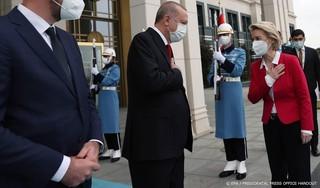 Parijs: 'Turkije schoffeerde Von der Leyen opzettelijk'