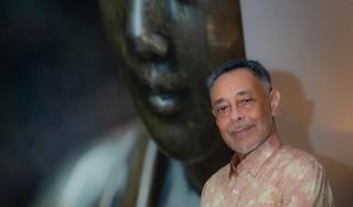 Psychiater Glenn Helberg zet zich al een halve eeuw voor de samenleving in. Vol liefde en medemenselijkheid