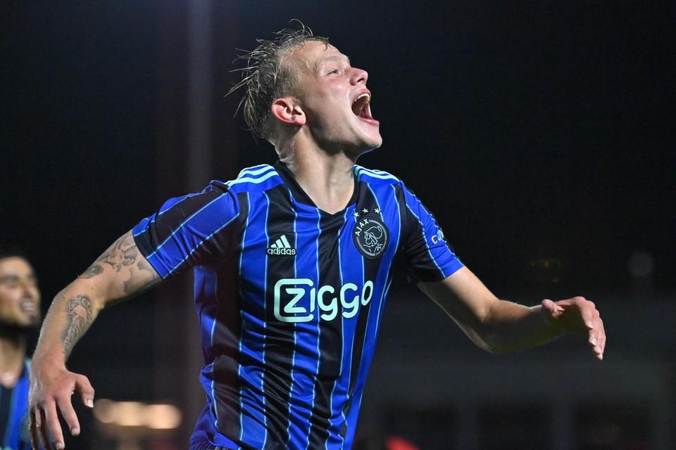 Max de Waal heeft dit seizoen veel reden tot juichen: zeven keer scoorde de spits van Jong Ajax al.