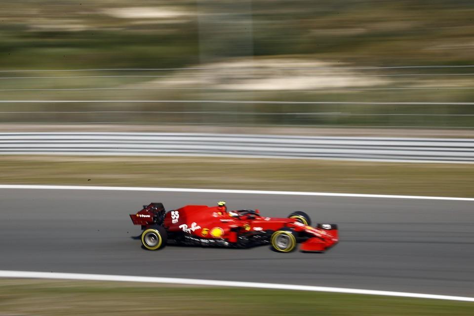 Carlos Sainz Jr. (Ferrari) in actie tijdens de derde vrije training op het circuit van Zandvoort.