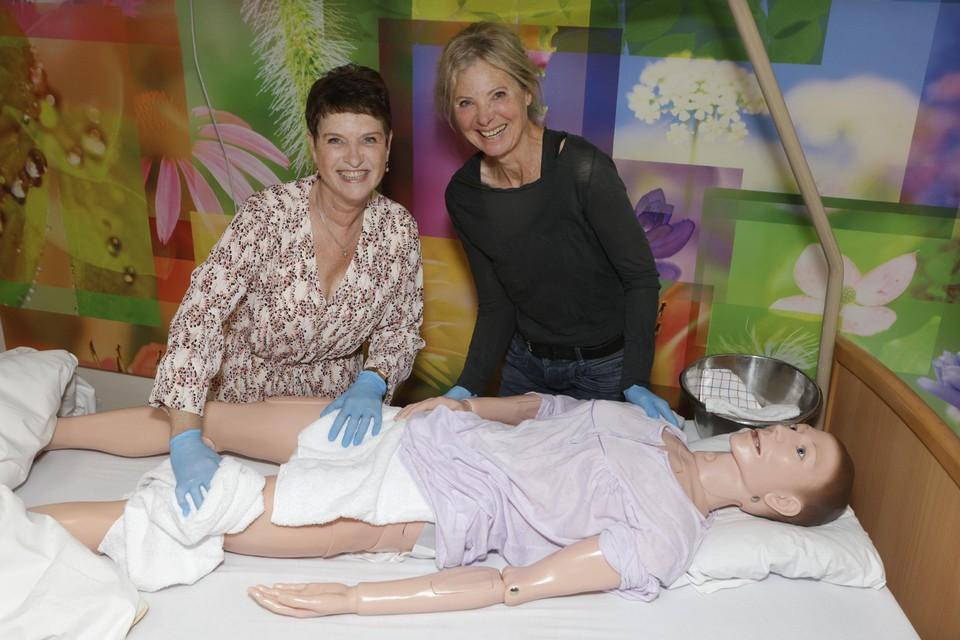 Nicole van Loon en Martine Stoker hebben de opleiding Zorgprofessional+ met succes doorlopen.