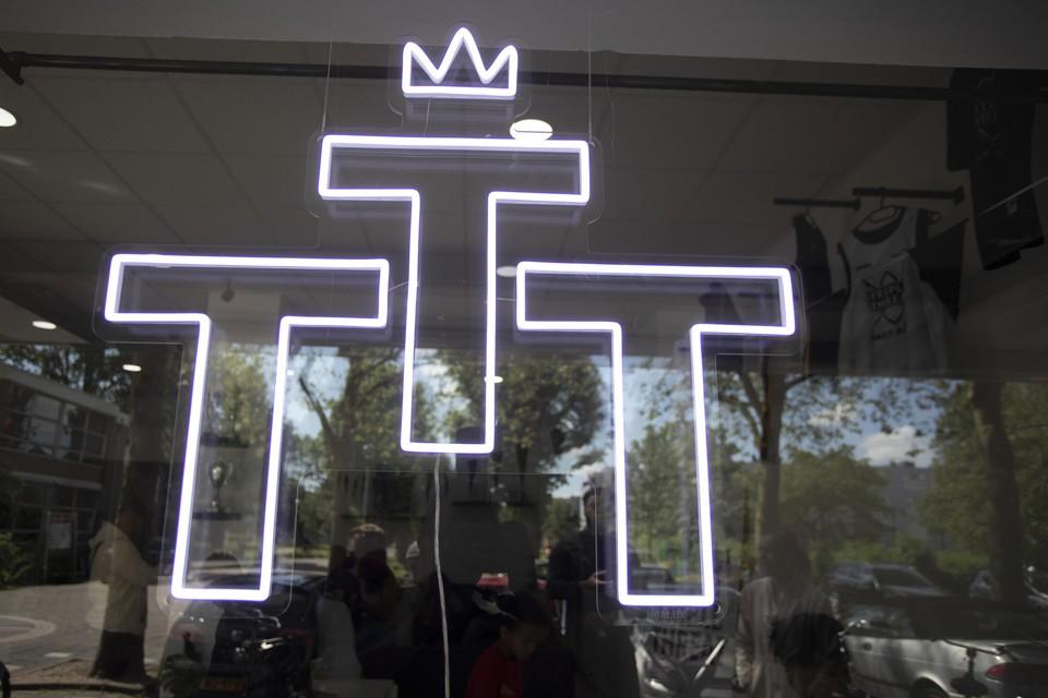 Het logo van Triple Threat.