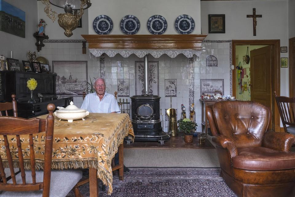 Henk Borssen in zijn pronkkamer.