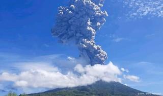 Duizenden mensen moeten weg van vulkaan op Indonesisch eiland