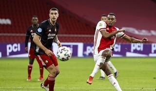 Feyenoord laat Ajax wankelen maar verliest wel weer in ArenA [video]