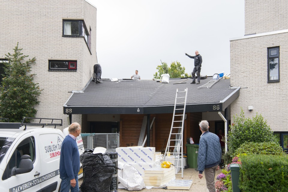 Veel huizen hebben schuine daken die perfect geschikt zijn voor zonnepanelen.