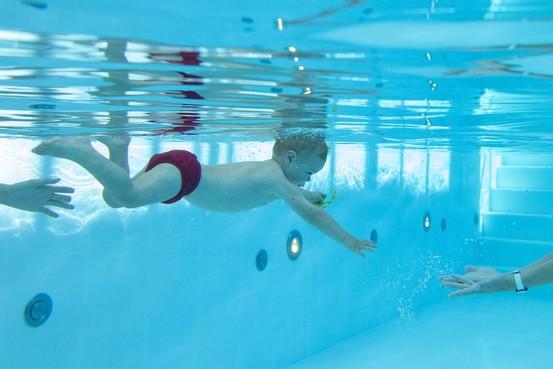 Zwemles voor de allerkleinsten: lucht is in dit geval een belangrijke beloning