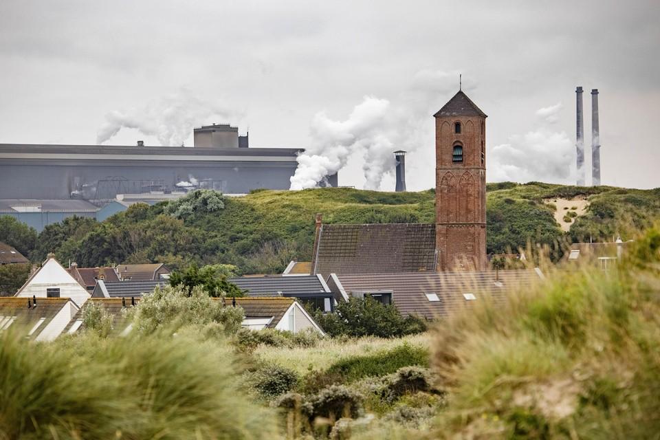 Tata Steel en Wijk aan Zee: de staalfabriek en het dorp.