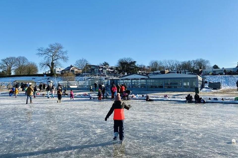 Afgelopen winter kon er ook geschaatst worden bij de Zeemeeuw, maar dan op het IJmeer.