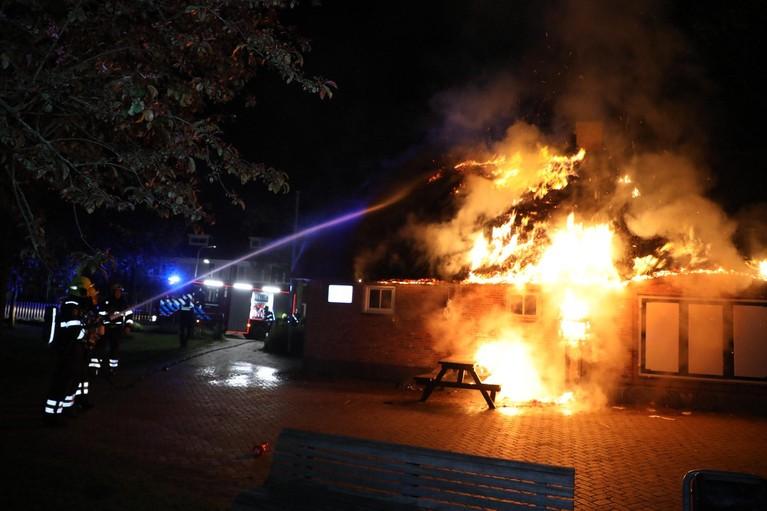 Felle, uitslaande brand in buurthuis Haarlem-Noord [video]