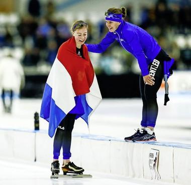 Schaatsster Esmee Visser tekent bij schaatsteam IKO