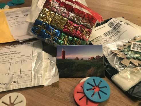 Twee Haarlemse studentes krijgen geheimzinnige 'creepy' pakketjes uit China: 'Wat steekt hier in vredesnaam achter?'
