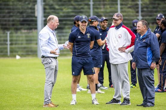 Winst én HD Beker voor cricketers Bloemendaal