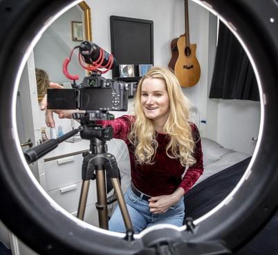 Alice uit Bloemendaal 'beste nieuwkomer' bij jaarlijkse prijs voor uitblinkers op sociale media [video]