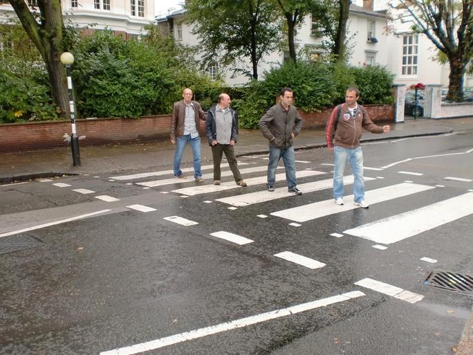 Lezers in de voetsporen van hun idolen op Abbey Road: The Beatles
