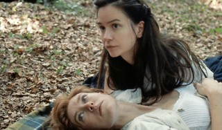 Filmrecensie 'The world to come': Onbespreekbare liefde getoond in broeierig spel