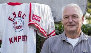 Van slungel tot icoon van het Nederlandse basketbal: Kees Akerboom Sr. werd bespot om zijn lengte maar vond in basketbal waardering en vertrouwen