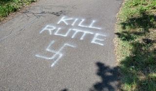 Hakenkruis en tekst 'Kill Rutte' lijkt werk van seriebekladder. De graffiti dook op in Heemskerk, Beverwijk en Overveen