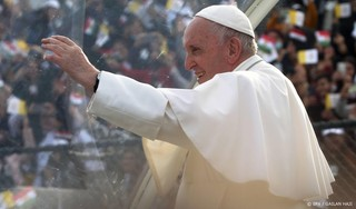 Paus ontmoet vader omgekomen vluchtelingetje Alan Kurdi