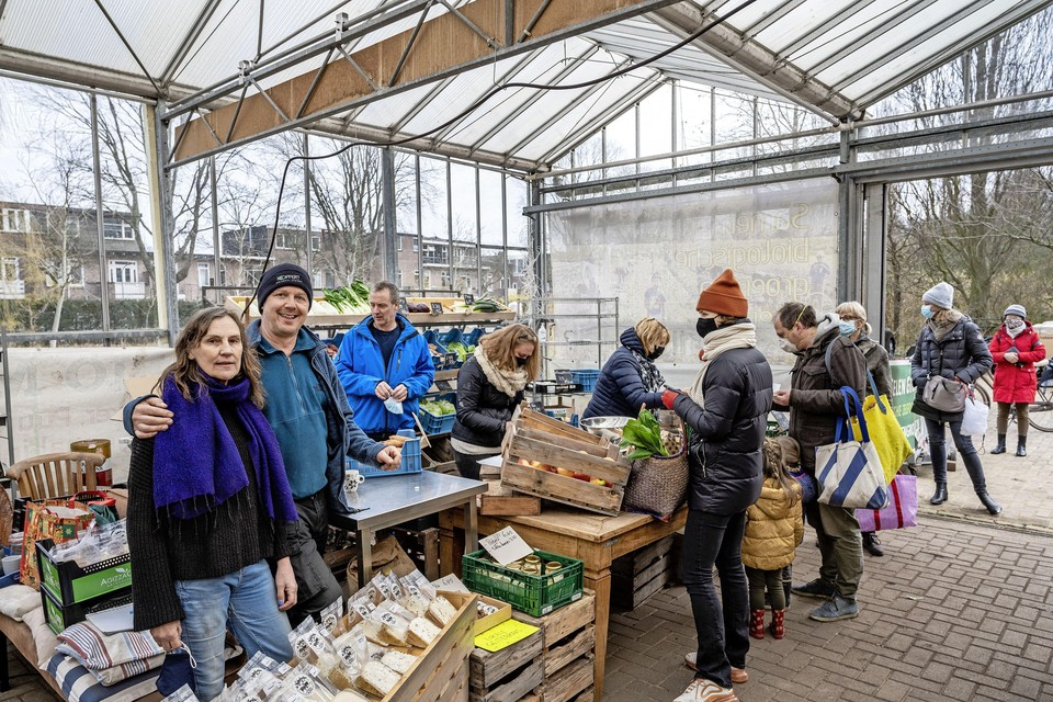 Zaterdag 6 maart mocht de Biomarkt niet doorgaan vanwege de coronamaatregelen. Het winkeltje van Wijtelengroente was wel open.