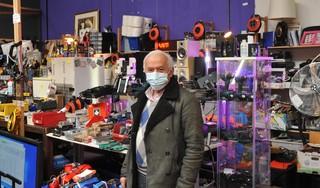 Mustapha Demirbas was ooit de eerste die shoarma verkocht op de Zwarte Markt, nu zit hij er nog, als hobby